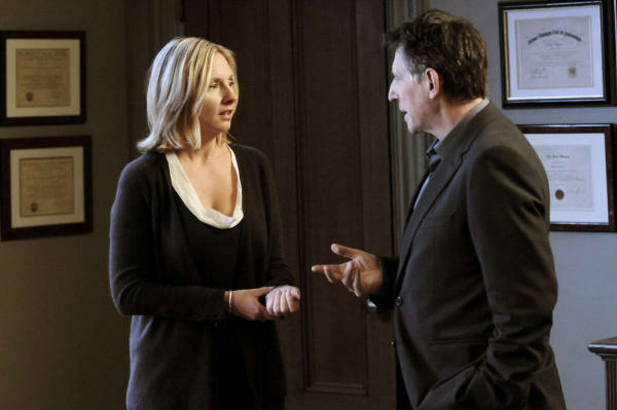 Hope Davis plays Mia, a top-shelf litigator with an ax to grind on the shrink drama In Treatment. Gabriel Byrne also stars.