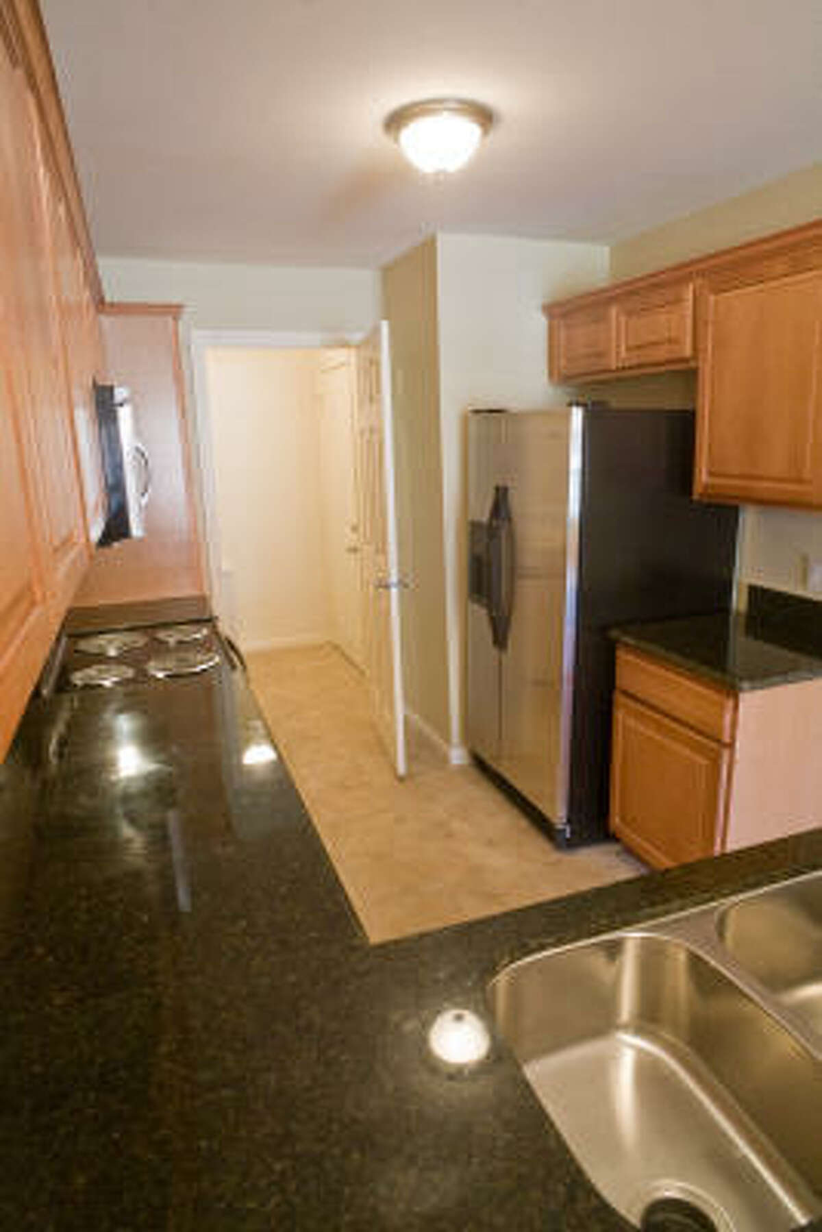 kitchen, unit 304, Townhomes of Sherwood Forest, 1520 Sherwood Forest Drive