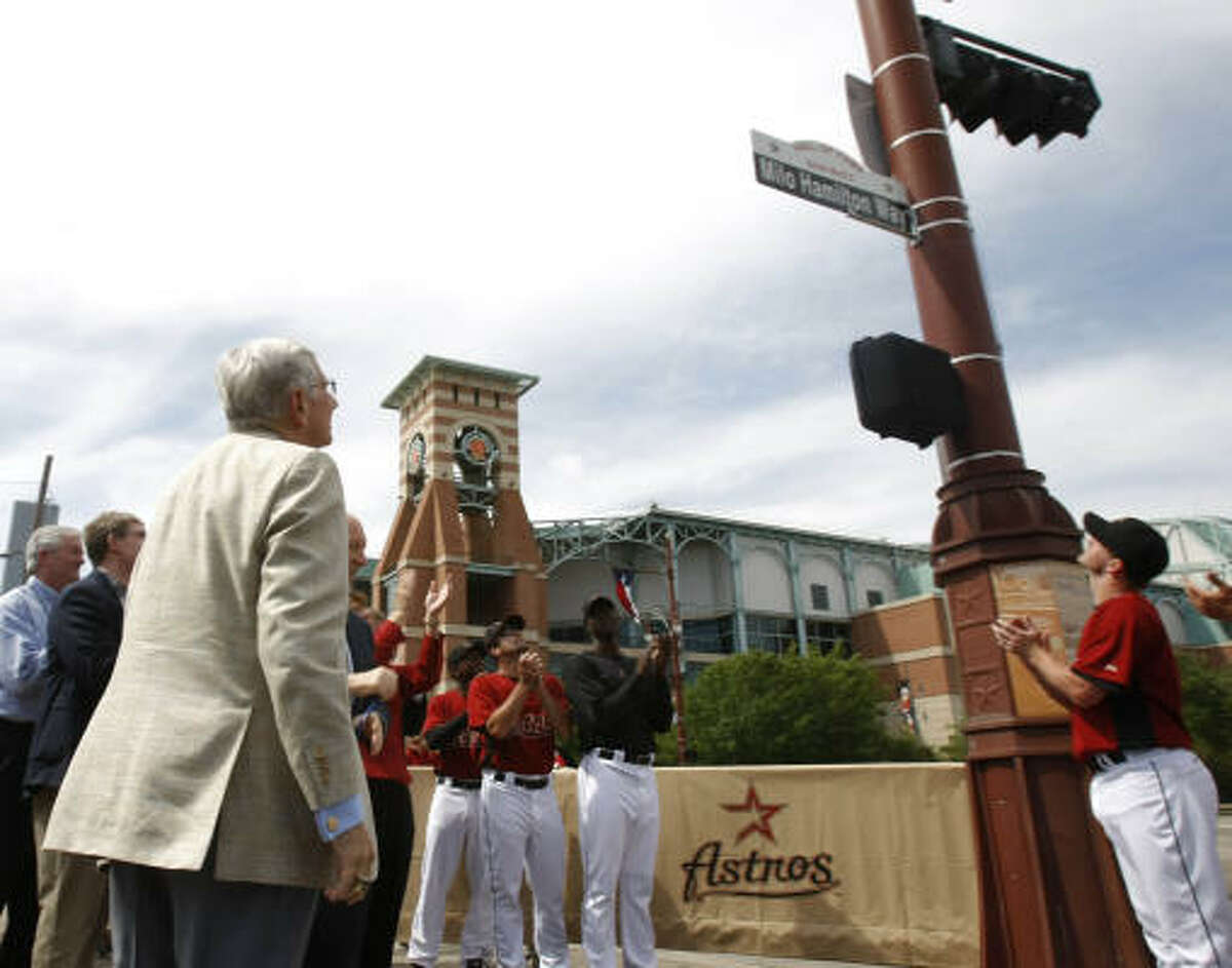Astros players cheer Hamilton as he admires the new road sign honoring him.