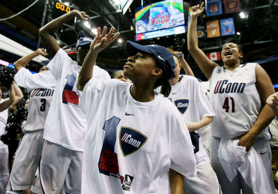 Final: UConn 76, Louisville 54:The Connecticut Huskies celebrate the national championship and an undefeated season. Photo: Elsa, Getty Images