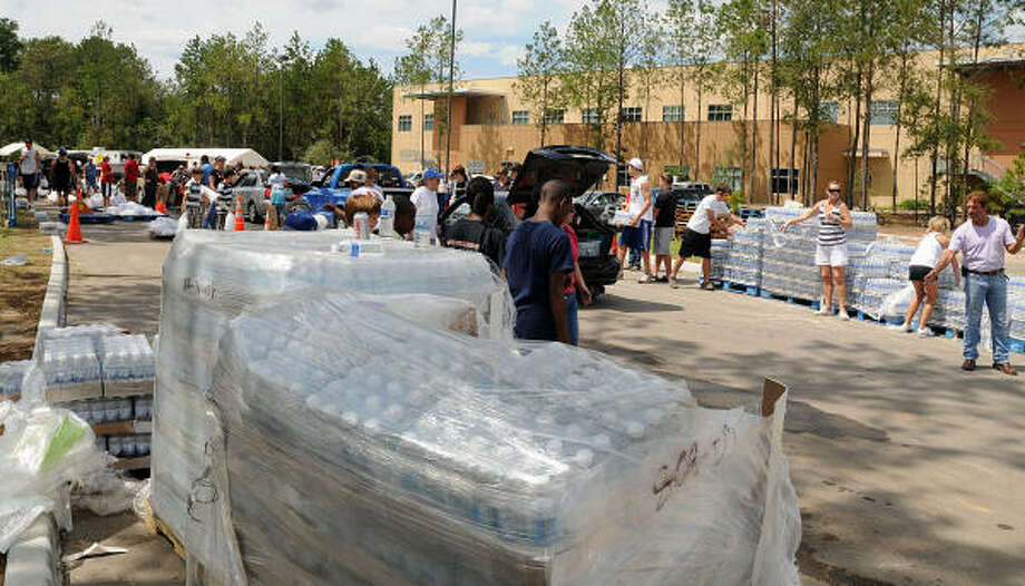Volunteers line up at the Fellowship of The Woodlands Church POD, ready to hand out ice and water. Photo: David Hopper, For The Chronicle
