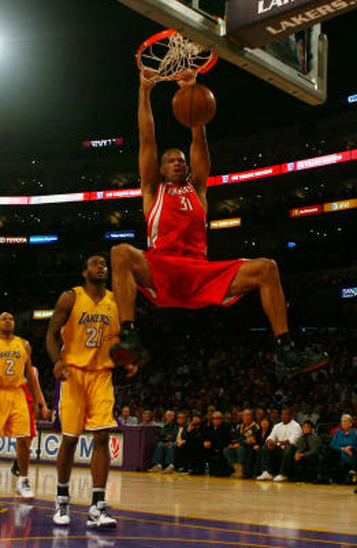 Rockets forward Shane Battier dunks in front of Lakers forward Josh Powell.