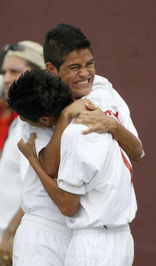 Katy's Diego Martinez, facing, and Jairo Bonilla hug as they take the lead in the shootout. Photo: Nick De La Torre, Houston Chronicle