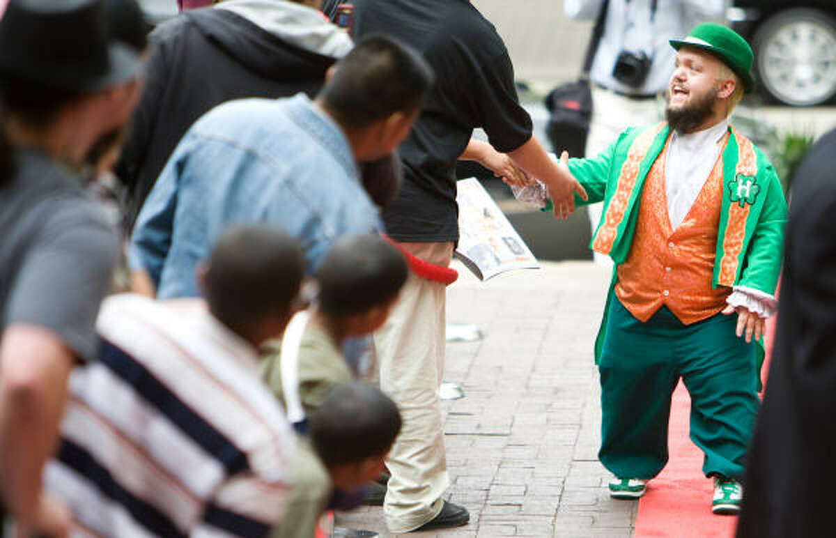 Hornswoggle greets the fans as he walks the red carpet.
