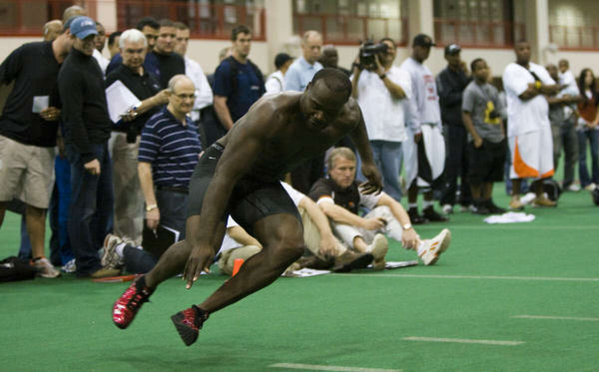 University of Houston football player Phillip Hunt runs through drills for NFL scouts during the UH Pro Day.