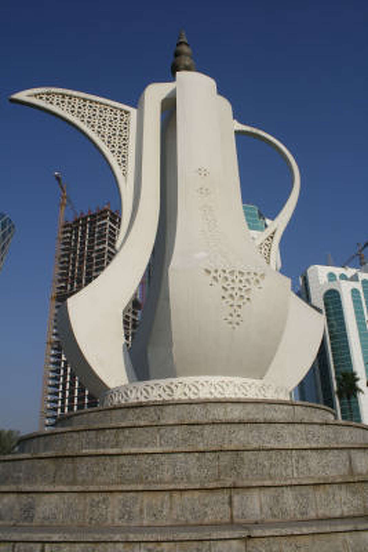 The teapot statue, a symbol of Arab hospitality, adorns the entrance to the Corniche Boulevard.