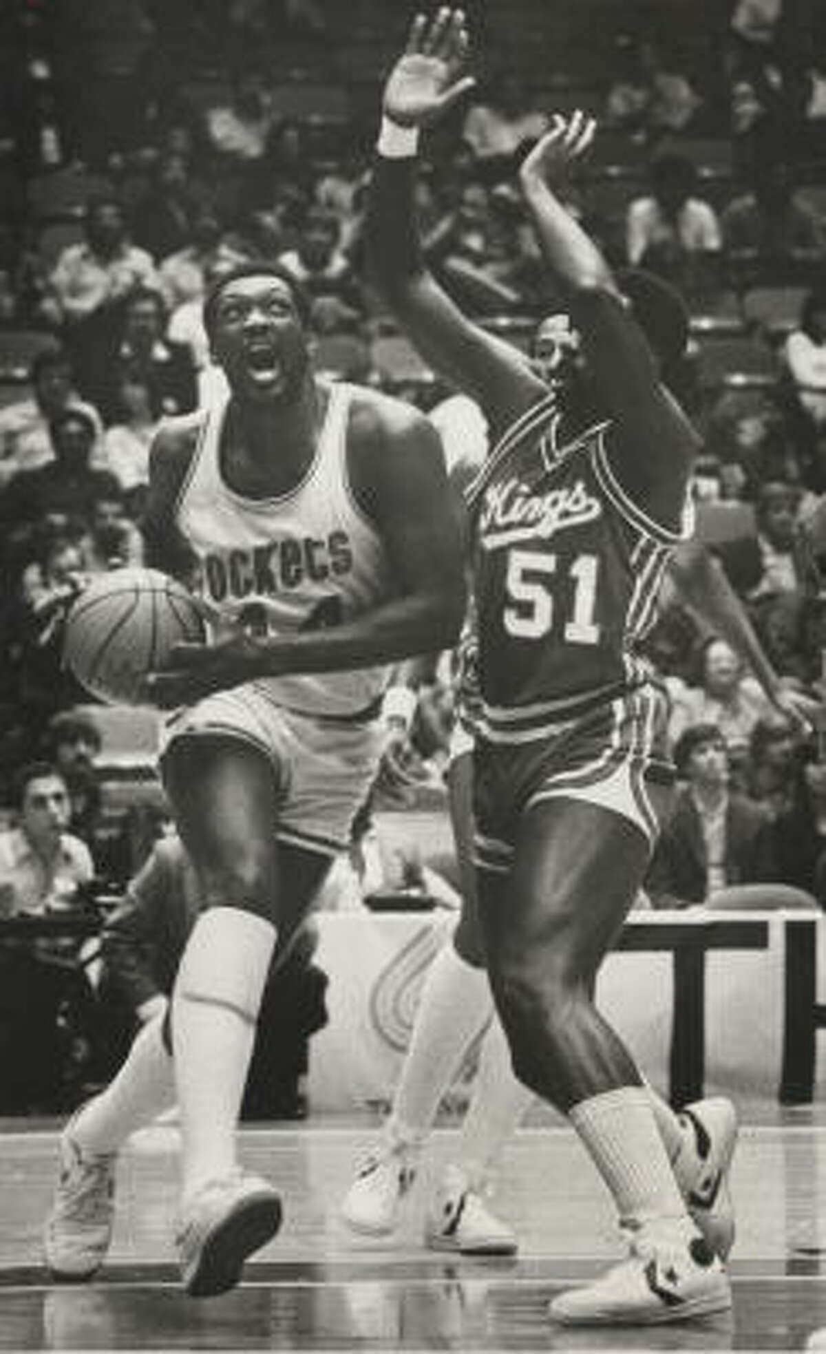02/08/1983 -- Rockets v Kansas City Kings - Rockets #44 Elvin Hayes drives with eye on basket pass #51 Reggie King of the Kansas City Kings, Feb. 8, 1983 HOUCHRON CAPTION (02/09/1983): Elvin Hayes of the Rockets races past Kansas Citiy's Reggie King to score in Houston's 116-115 OT win Tuesday night.