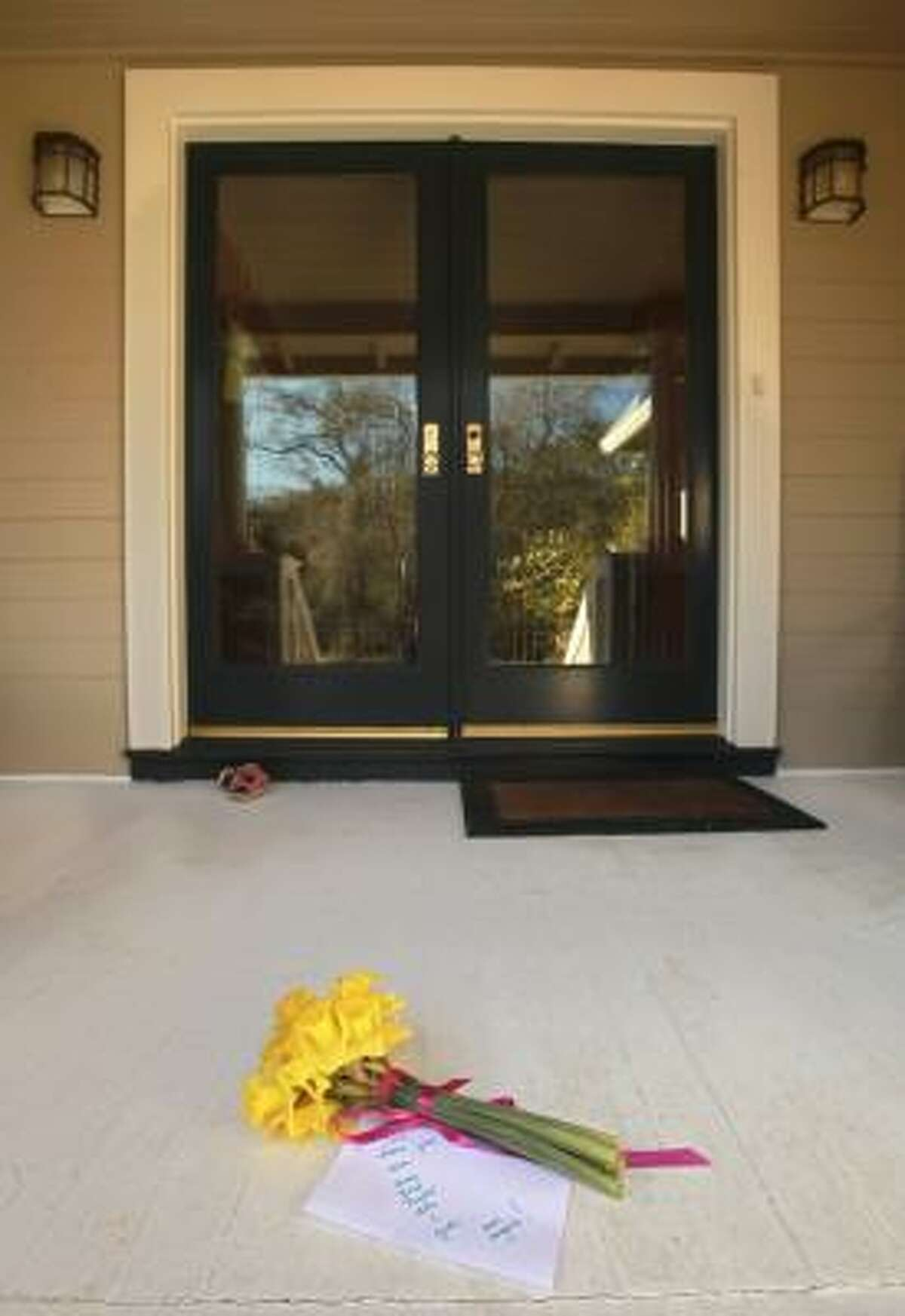 Flowers and a note sit at the Jacobson family's front porch in St. Helena, Calif., March 23. Amy Jacobson; her husband, Erin, and their children, Taylor, 4, Ava, 3, and Jude, 1, died in the crash.