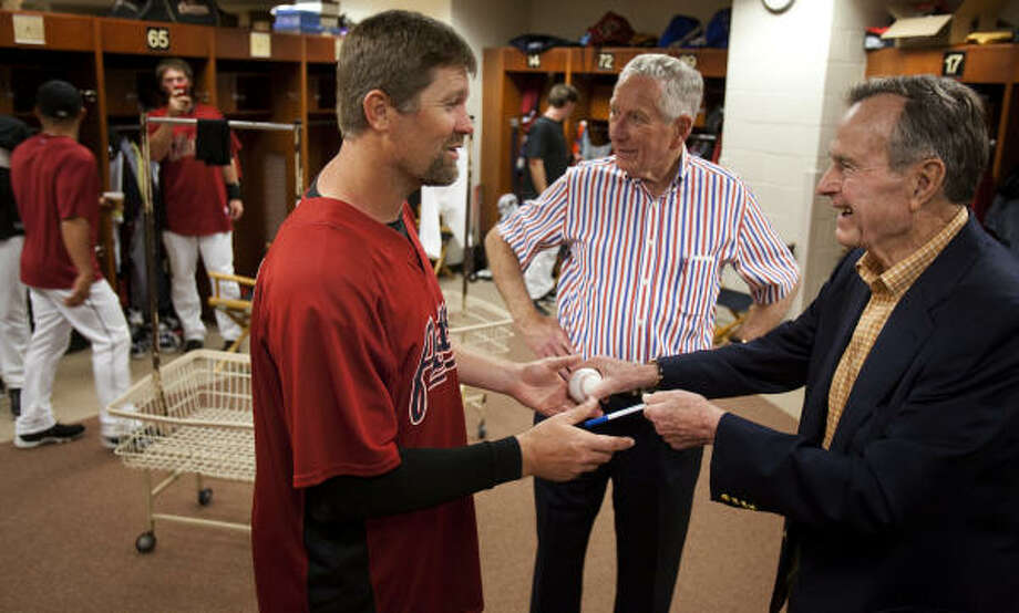 Astros owner Drayton McLane, center, looks on as Doug Brocail, left, receives an autograph from former President Bush. Photo: Smiley N. Pool, Houston Chronicle