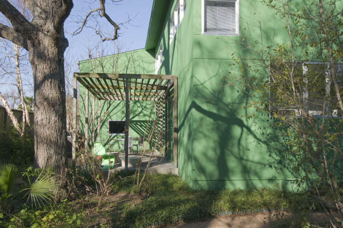 614 Columbia: This 2000-square-foot house, built in 2000, shows that small doesn't mean shy. Its lime green exterior is what you expect from Carlos Jimenez Studio: assertive, but also somehow soothing.