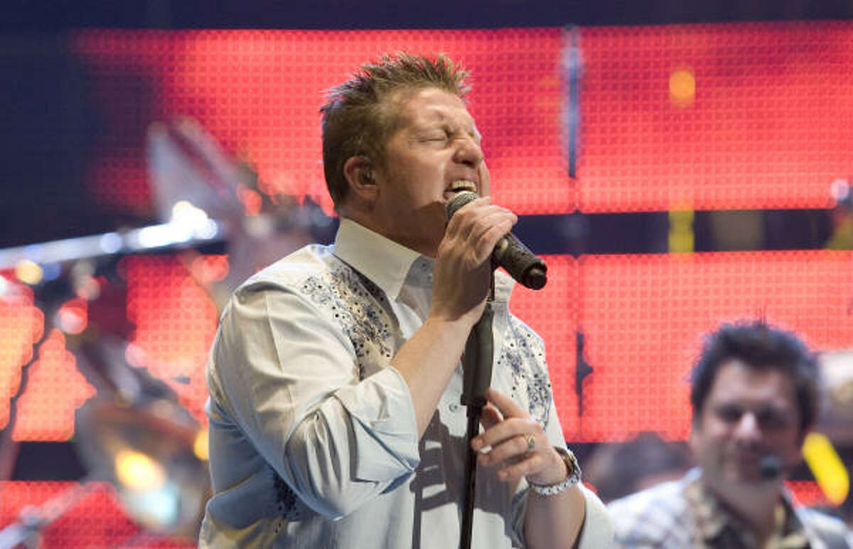 When singer Gary LeVox was left to his own devices, he stayed stubbornly in his karaoke comfort zone. His vocal range went from flat to nasal, often within a single song.