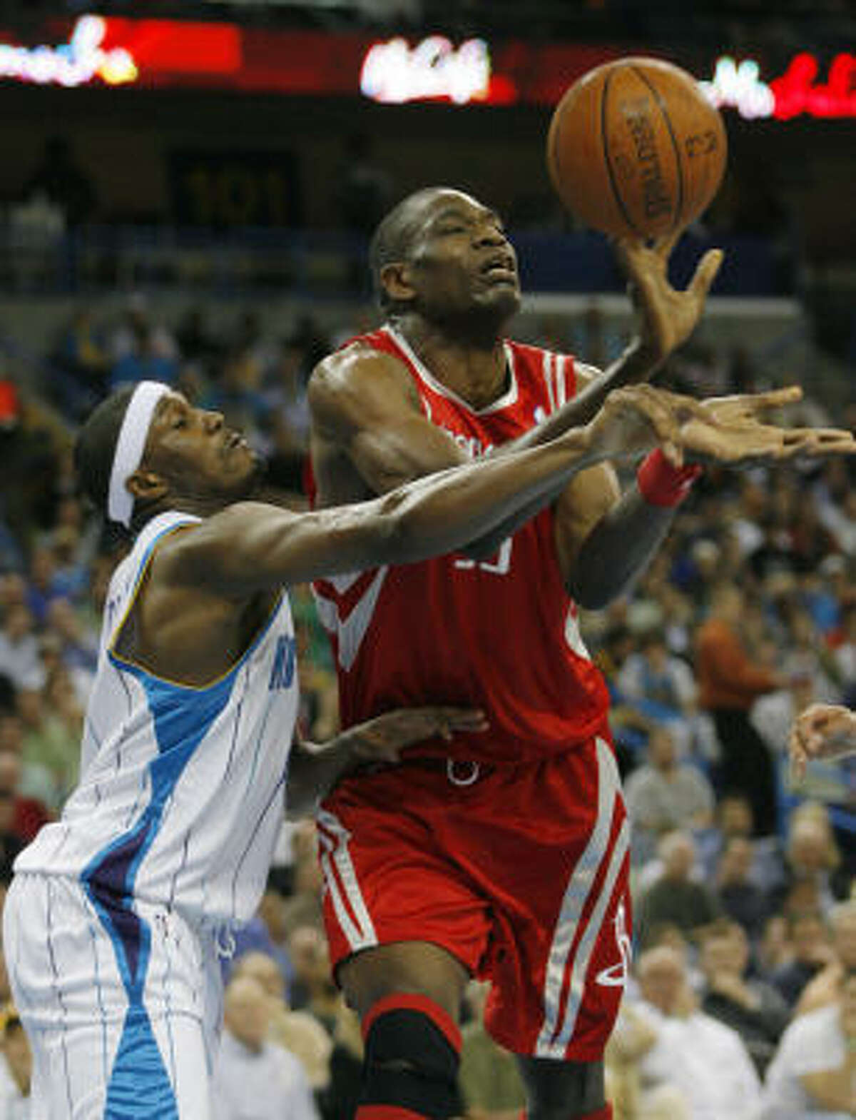 Hornets forward James Posey, left, Dikembe Mutombo vie for a rebound during the second half.