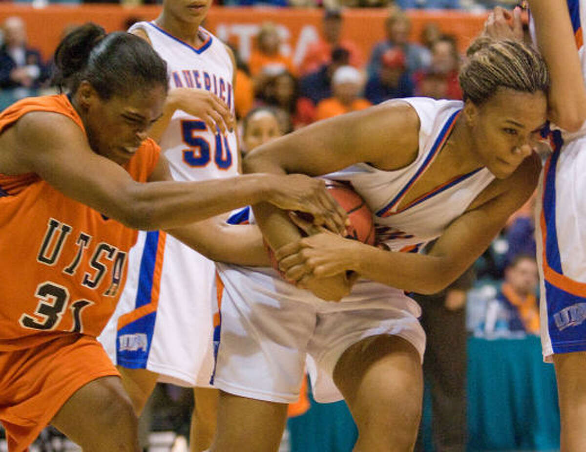 UTSA's Onika Anderson (left) battles with UT Arlington's Candice Champion for a loose ball.