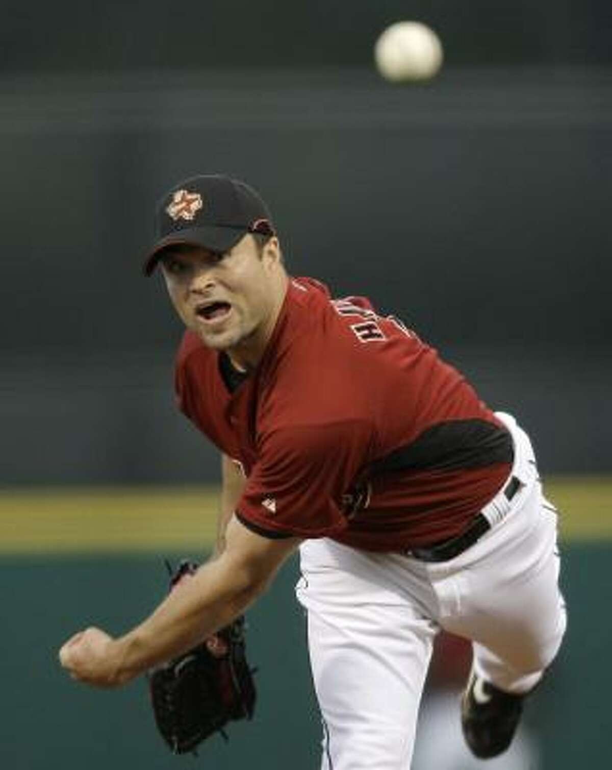 Astros pitcher Mike Hampton throws during the second inning.