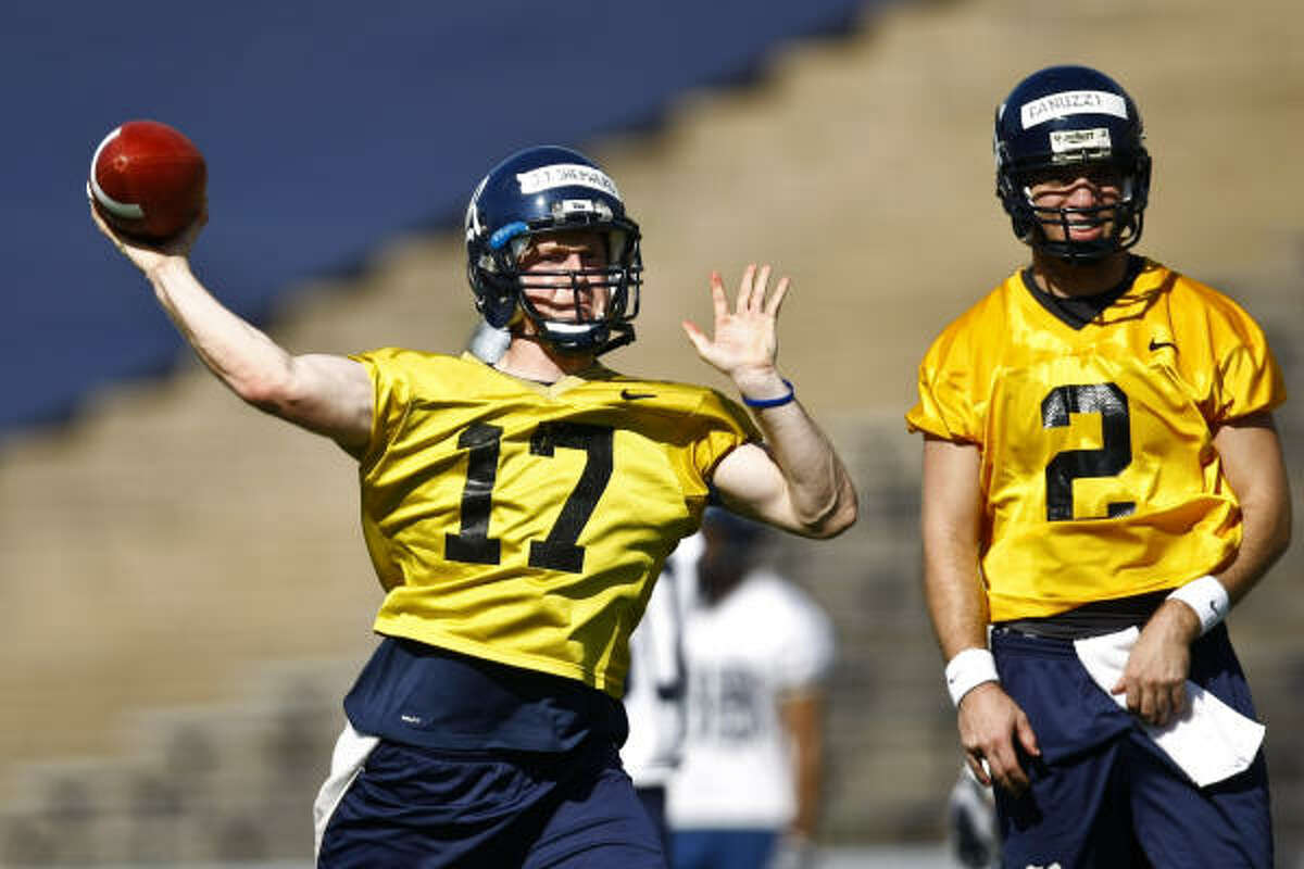 QB John Thomas Sheperd (17) throws a pass as QB Nick Fanuzzi (2) looks on during Rice's first spring football workout.