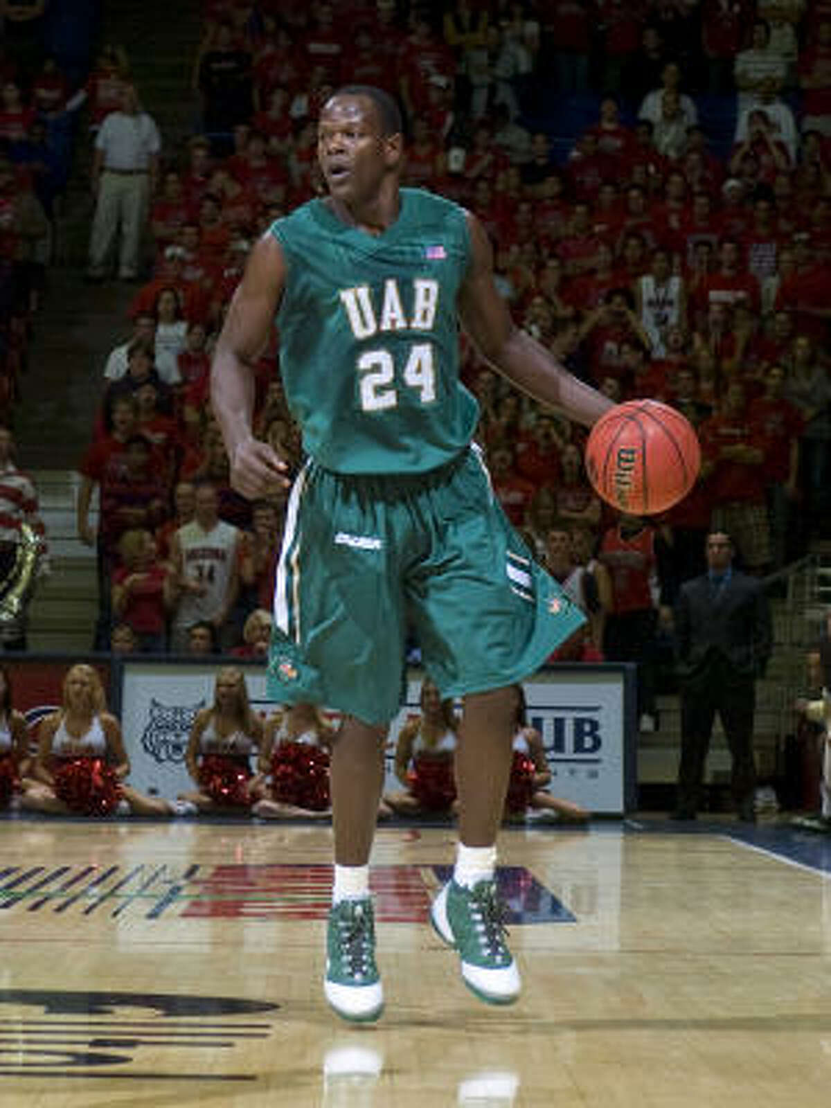 UAB (21-10): The Blazers won 11 of their final 14 games to end the season. Guard Paul Delaney rebounded from a serious knee injury to average 15.9 points and 4.4 rebounds. Guard/forward Robert Vaden (photo) averages a team-high 17.5 points and leads C-USA with 96 3-pointers.