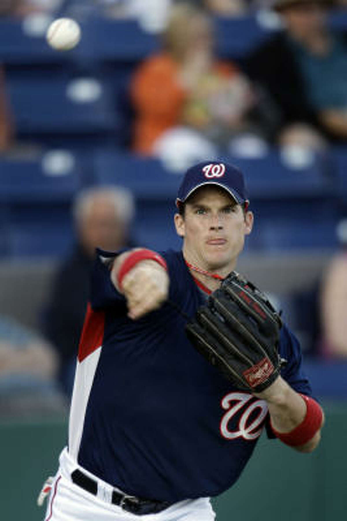 Washington Nationals outfielder Josh Willingham loosens up before the start.