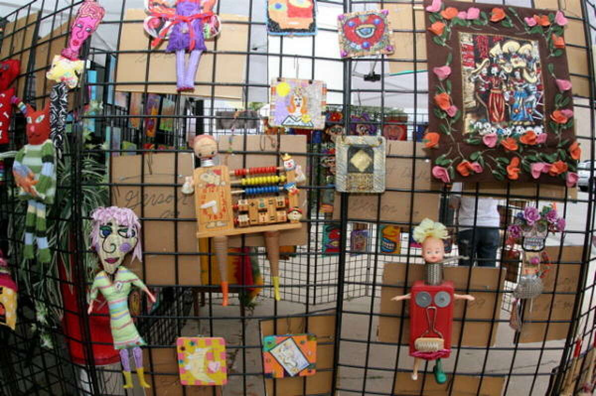 Now that temperatures are starting to warm up, a nice size crowd headed out to fifth annual Heights First Saturday Arts Market this weekend.