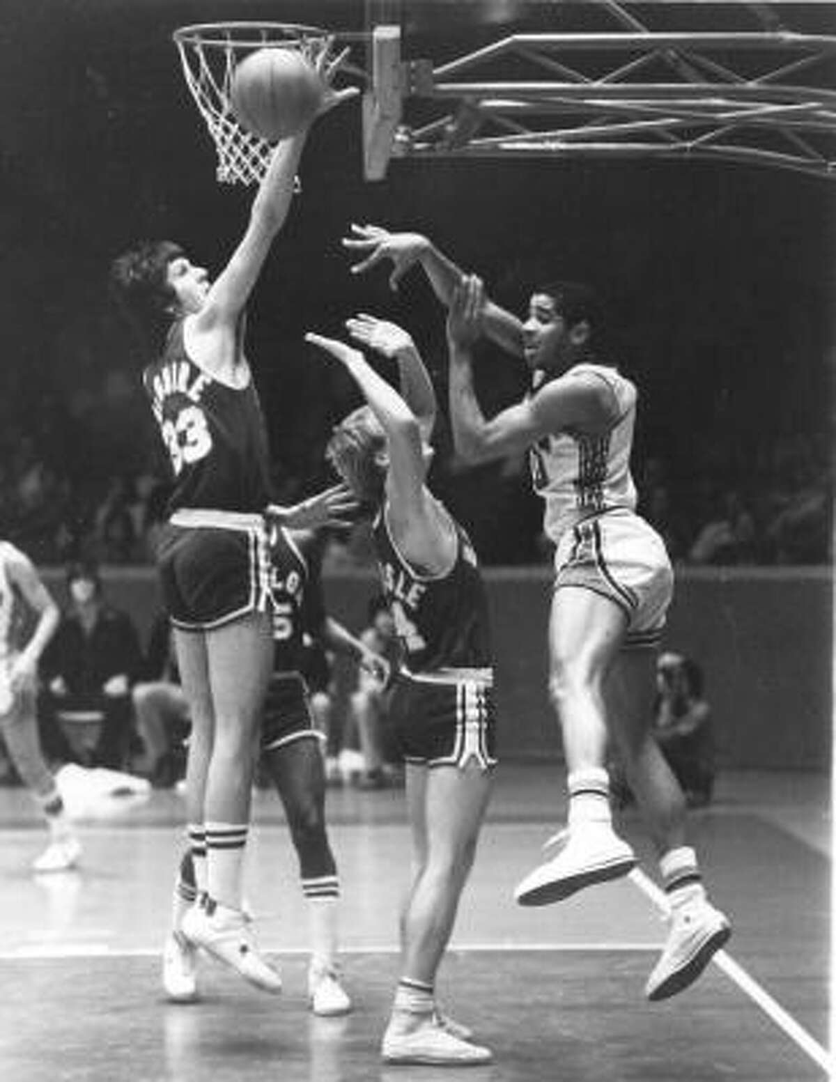 Otis Birdsong , guard. Era: 1973-77. The case for: One of the greatest pure shooters ever to play, the 6-4 Birdsong was a consensus All-America in 1977 and ranks second on the Cougars' career scoring charts (2,832 points, 24.4 per game). As a senior, Birdsong became the only player in Southwest Conference history to average 30 points per game (30.1), the year he was named SWC Player of the Year.