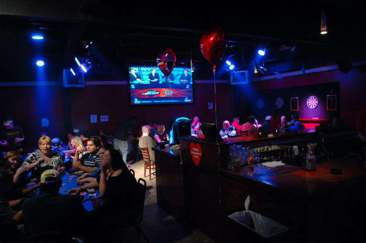 La decoración de este bar se adapta durante el año a las celebraciones de turno, como el Día de los Enamorados.