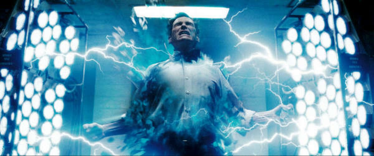 Jon Osterman (Billy Crudup) is transformed into Dr. Manhattan.