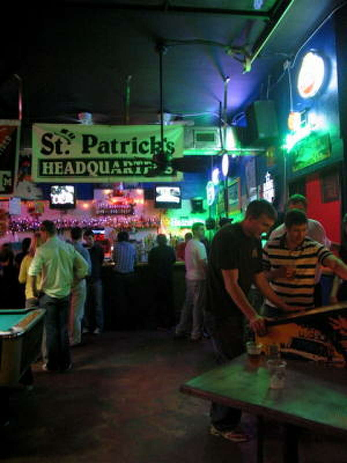 St. Arnold Brewery celebrated its Spring Bock Pub Crawl at a few bars in the Heights. Two stops were at 6th Street Pub, 2701 White Oak and Beer Island, 2631 White Oak.