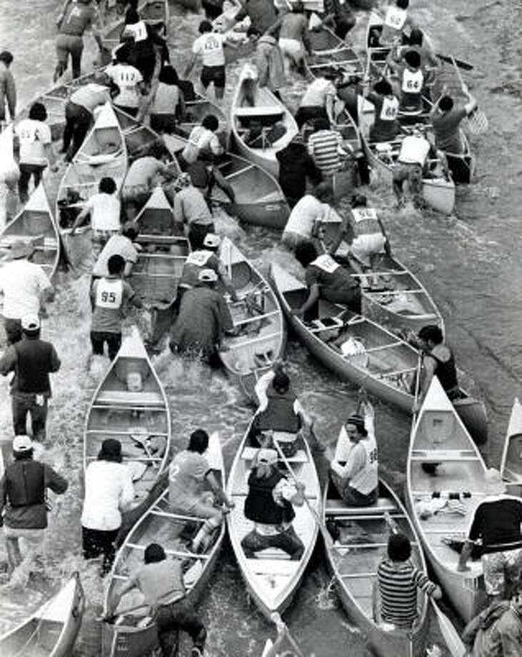 The Reeking Regatta canoe race gets under way at San Felipe bridge and Buffalo Bayou in 1977. Photo: Houston Chronicle Library