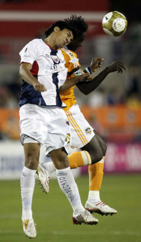 Atlante's Luis Venegas, left, and Dynamo forward Kei Kamara battle for the ball during the first half. Photo: Bob Levey, AP