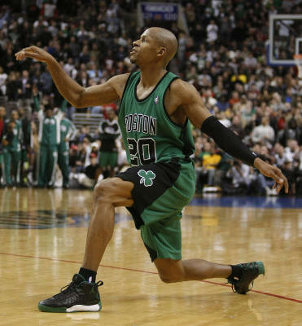 3 - BOSTON CELTICS - (Last wk: 4) - 44-11 - Just a false alarm on the seriousness of Ray Allen's injury. But for all the wins and all the long win streaks, it looks like the Celtics still missing ingredients to go back-to-back. How about a backup point guard and big man?