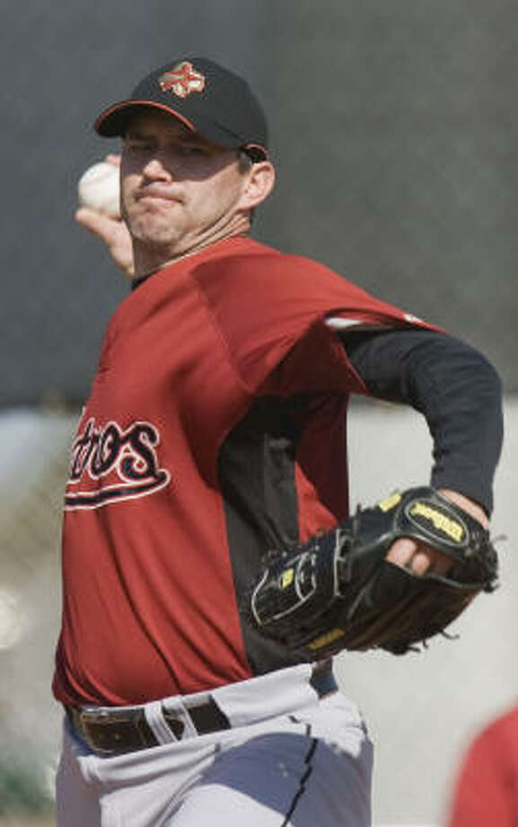 Cris Sampson throws a pitch. Photo: James Nielsen, Chronicle