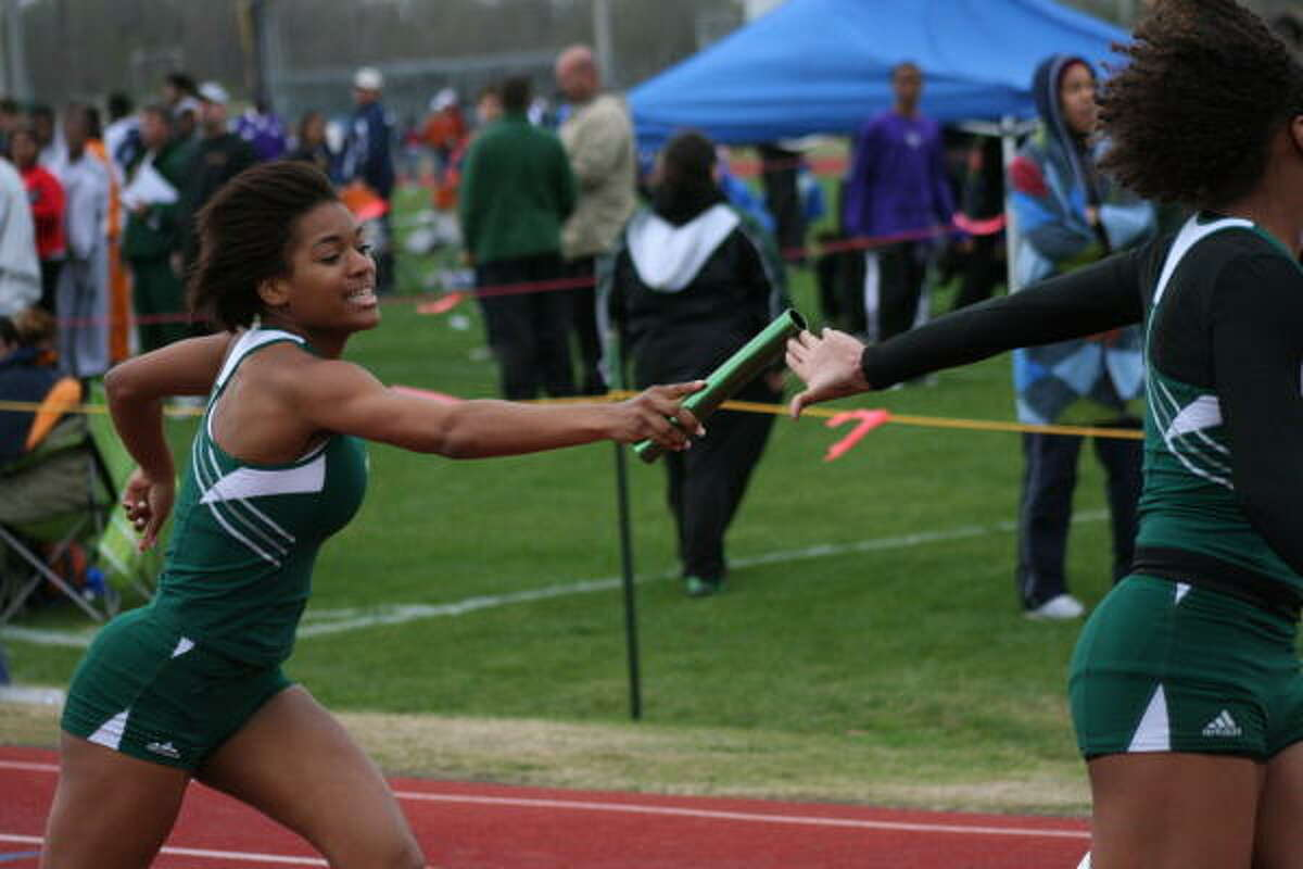 This Hightower runner hands off the baton a little late during this relay.