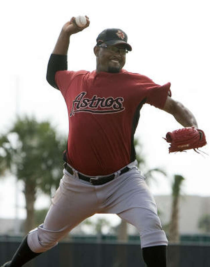 Jose Valverde throws a pitch during a session of live batting practice. Photo: James Nielsen, Chronicle