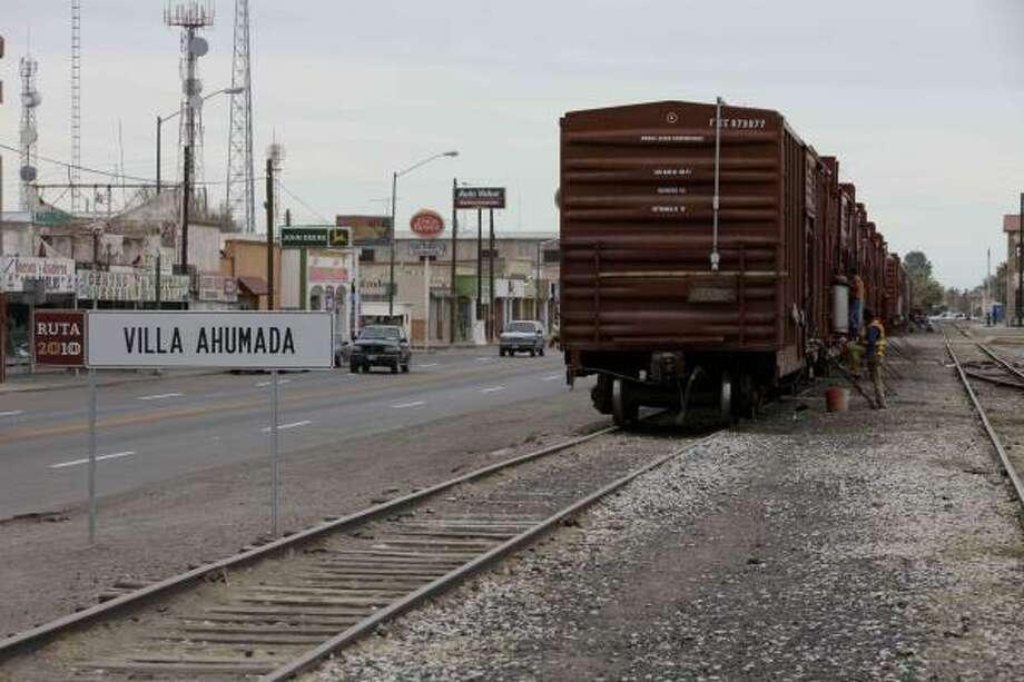 Villa Ahumada es una comunidad de 15.000 habitantes, localizada a casi 150 kilómetros (80 millas) de la frontera, a la altura de El Paso, Texas. Photo: Eduardo Verdugo, AP