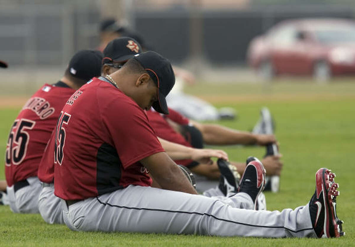 Carlos Lee and other Astros stretch.