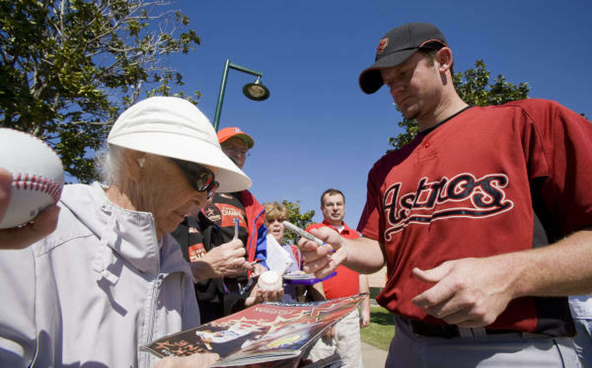 Pitcher Roy Oswalt (right) signs an autograph for Helen Knowling.