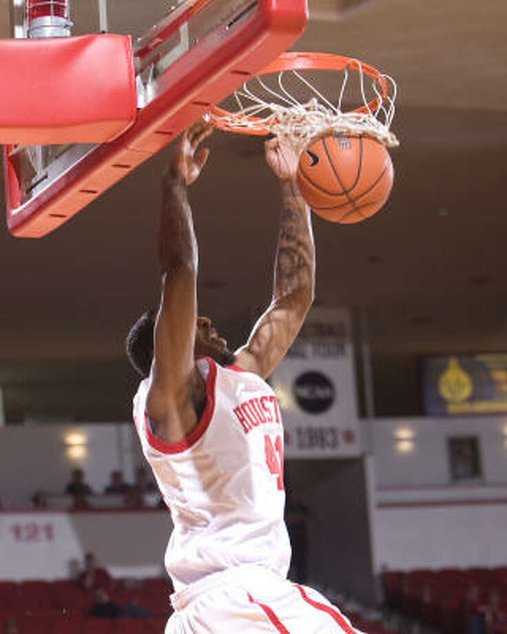 Houston's Qa'Rraan Calhoun dunks in the second half of the game against Tulane. Houston defeated Tulane 83-64. Photo: Bob Levey, For The Chronicle