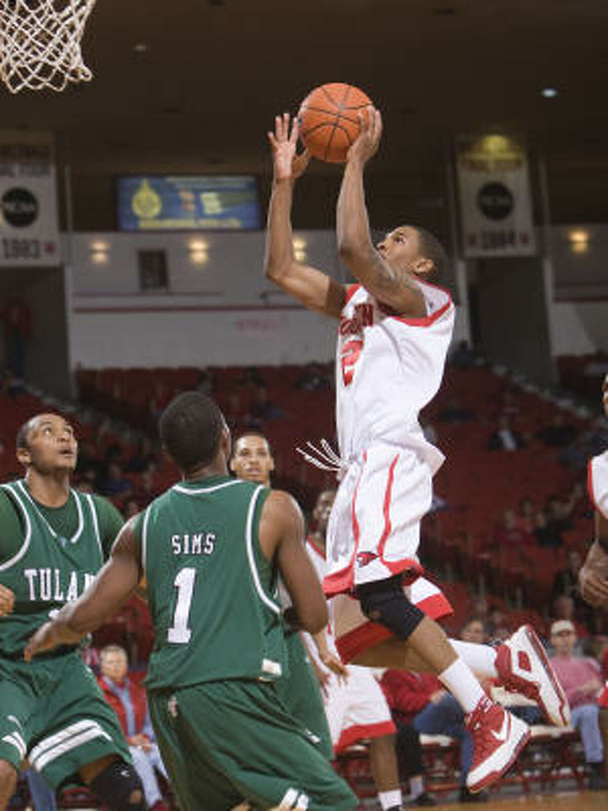 Houston's Zamal Nixon drives to the basket late in the second half over Tulane's Kevin Sims.