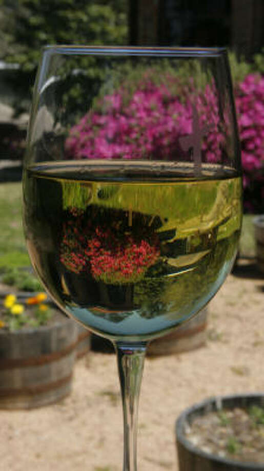 Dry white wine: 75 calories per 4-ounce servingSource: collegedrinkingprevention.gov Photo: Steve Campbell, Houston Chronicle