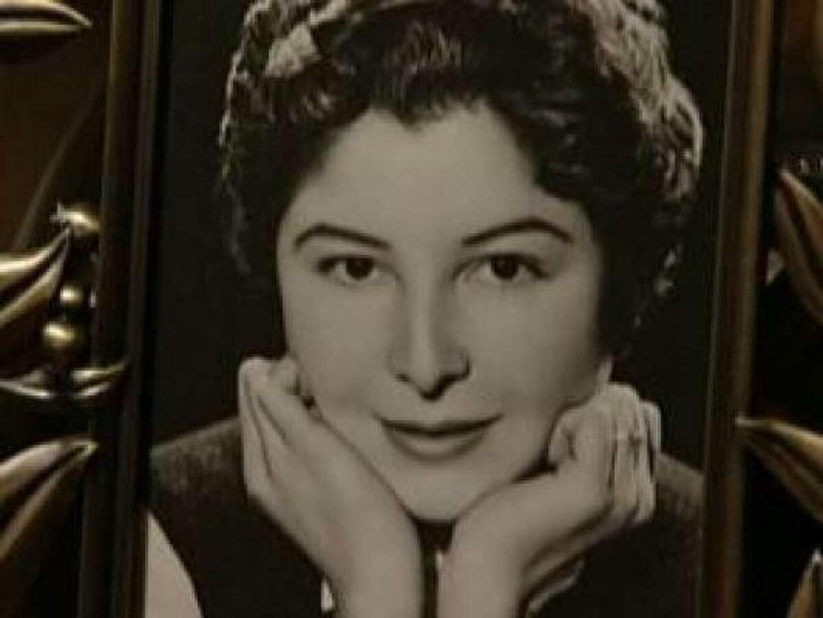 Este marco muestra una antigua foto de la californiana Josefina Houghton, quien fue asesinada dos días después de cumplir 73 años en su casa de vacaciones en México, durante un robo, en marzo de 2008.