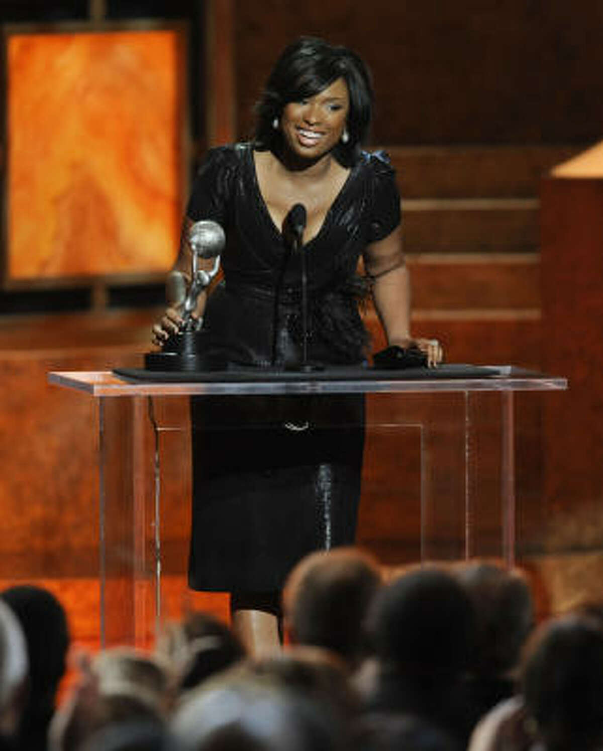 Jennifer Hudson accepts the award for outstanding new artist at the 40th NAACP Image Awards.