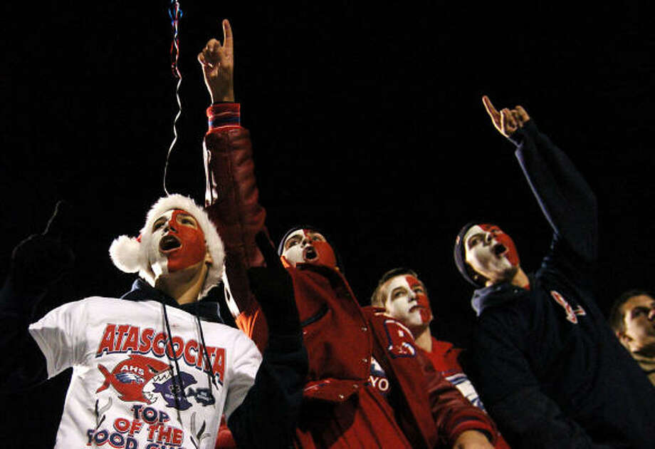 Atascosita fans cheer on the Eagles. Photo: Kirk Sides, For The Chronicle