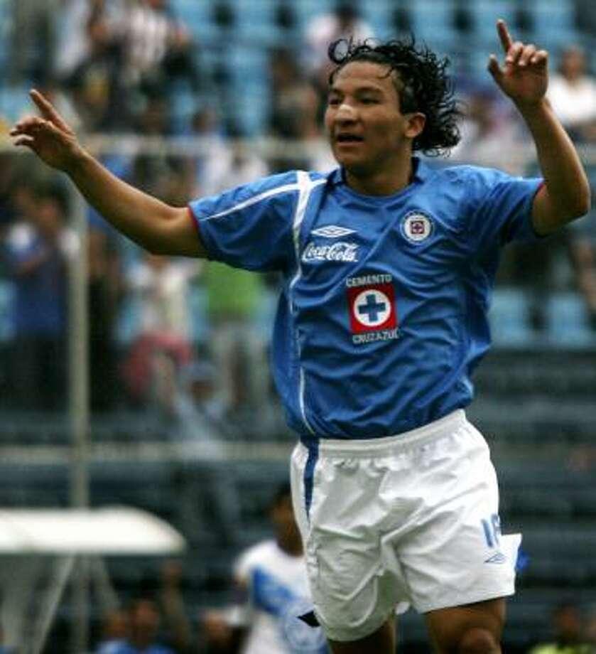 Forward:Cesar Villaluz Club: Cruz Azul Photo: Daniel Jayo, AP