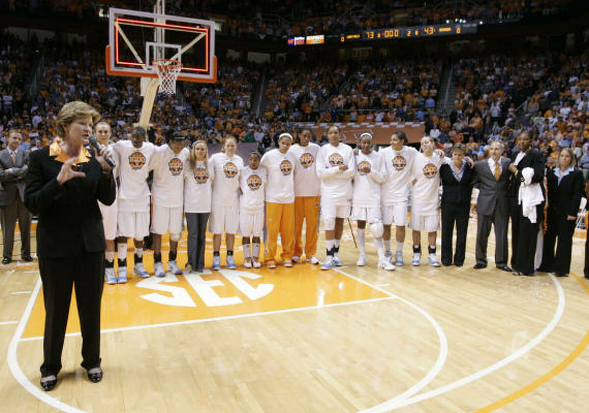 Tennessee coach Pat Summitt, left, addresses fans as she's backed by her staff and team.