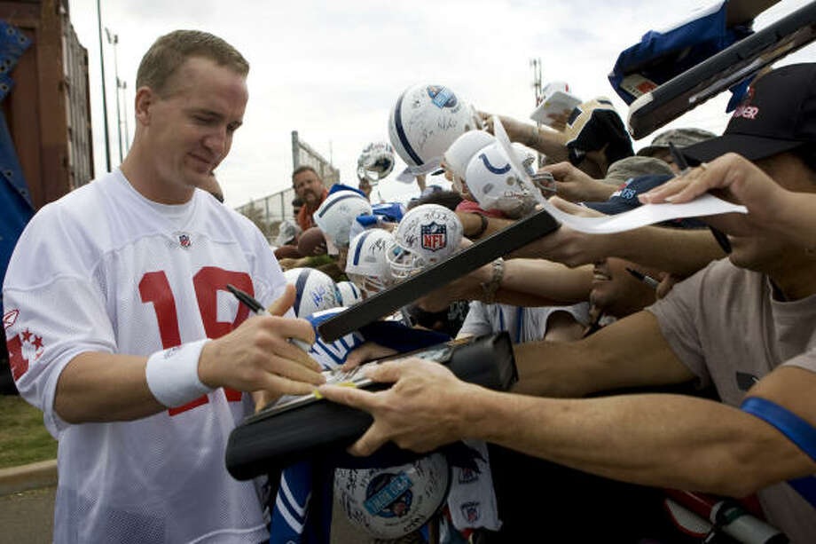 Indianapolis Colts quarterback Peyton Manning signs autographs for fans. Photo: Marco Garcia, AP