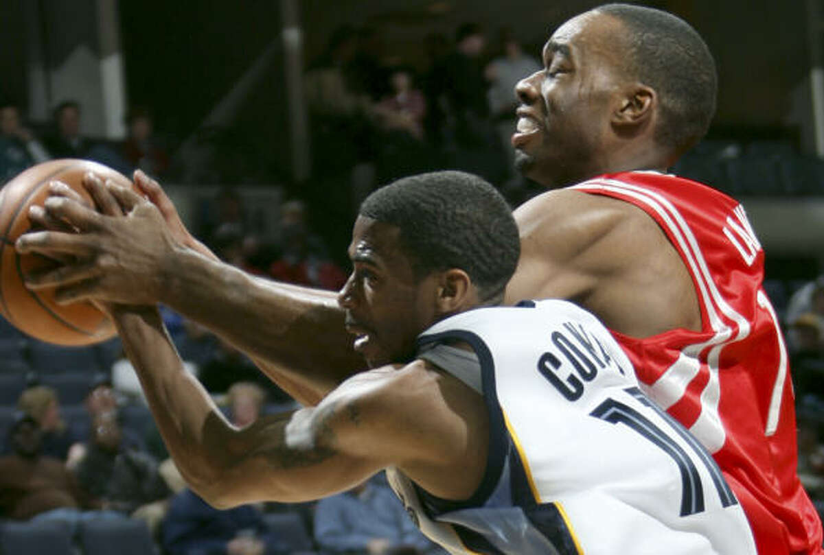 Grizzlies guard Mike Conley, left, and Carl Landry chase down a loose ball in the third quarter.