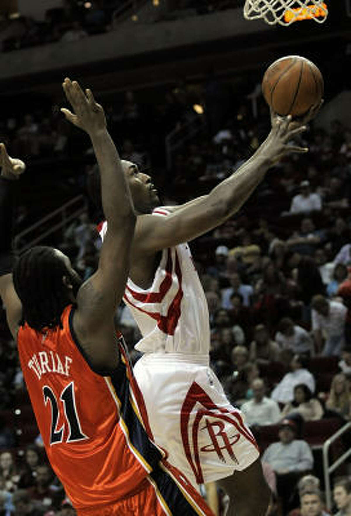 Ron Artest, right, works inside against Golden State's Ronny Turiaf in the second half.