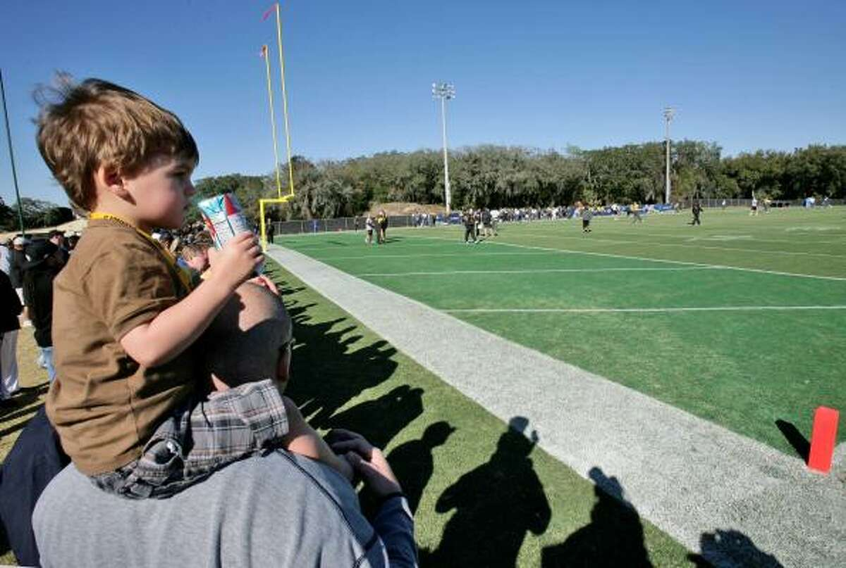 2-year-old Blake Kirschke of Denver, Colo, watches his uncle, Pittsburgh Steelers defensive end Travis Kirschke as the football team walks through its final practice at the University of South Florida in Tampa.