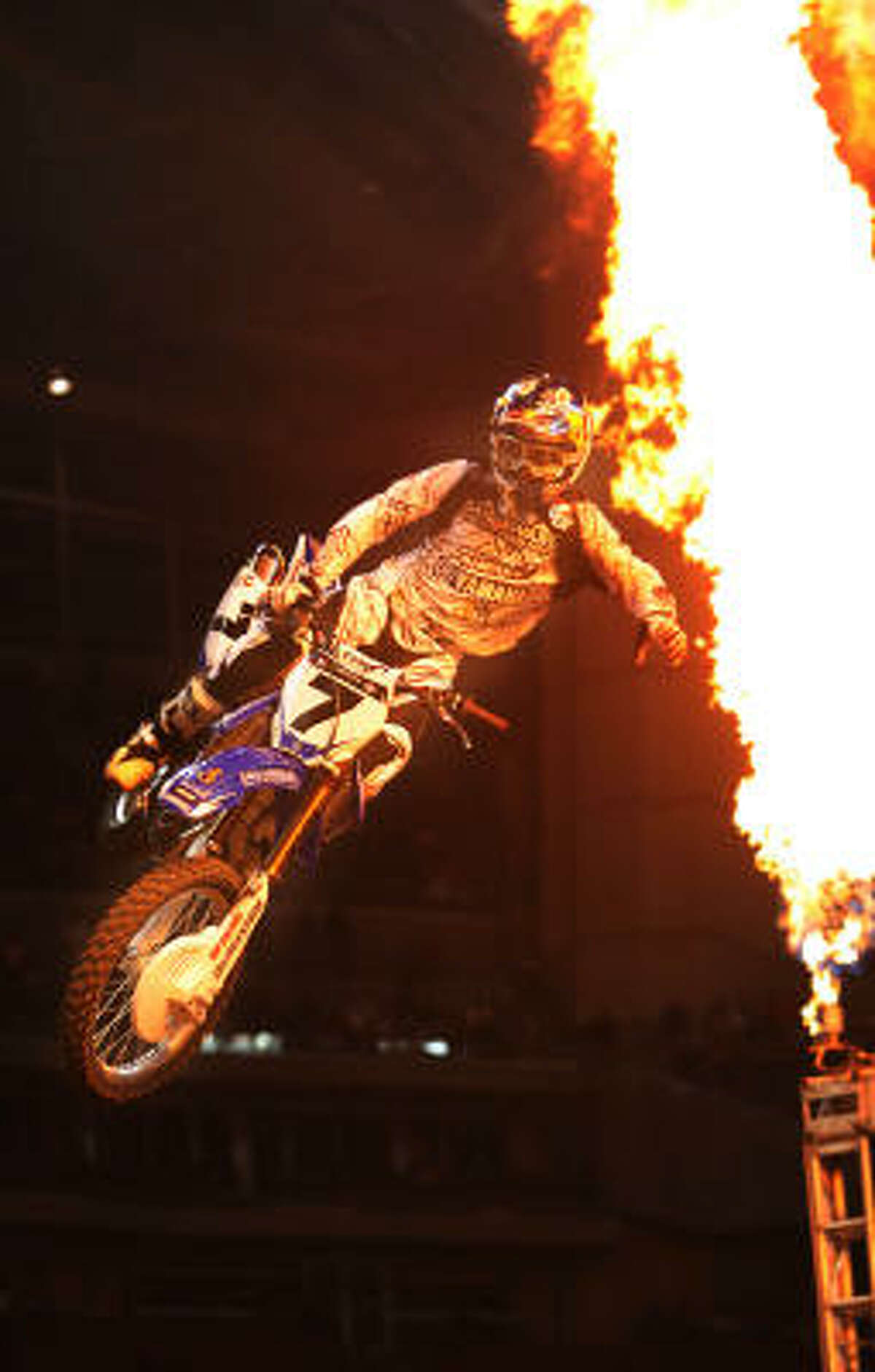 James M. Stewart wins the Supercross main event at the 2009 Monster Energy AMA Supercross in Houston.