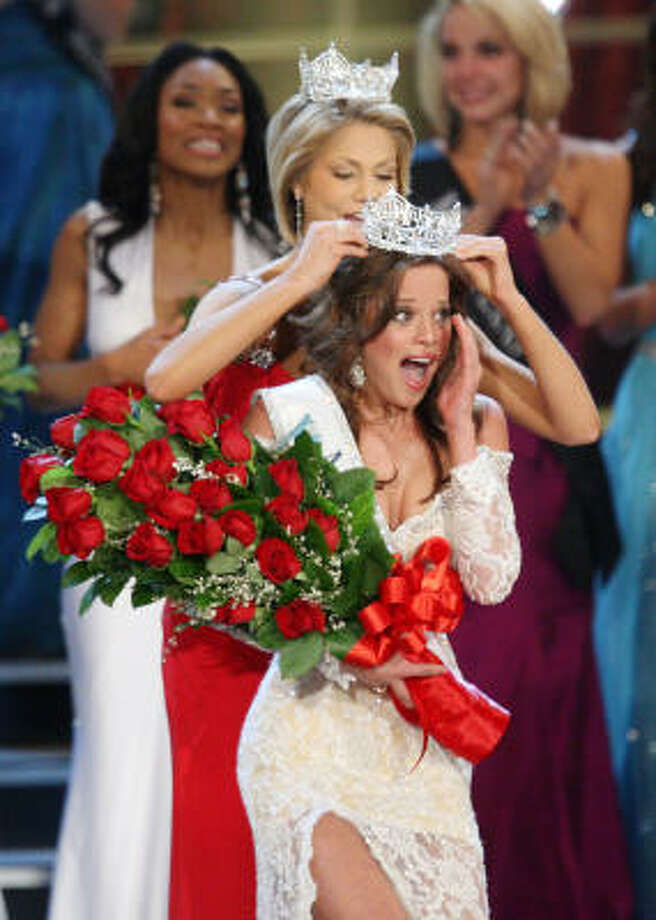 Miss America Katie Stam, of Indiana, tries on the tiara. Photo: Isaac Brekken, Associated Press