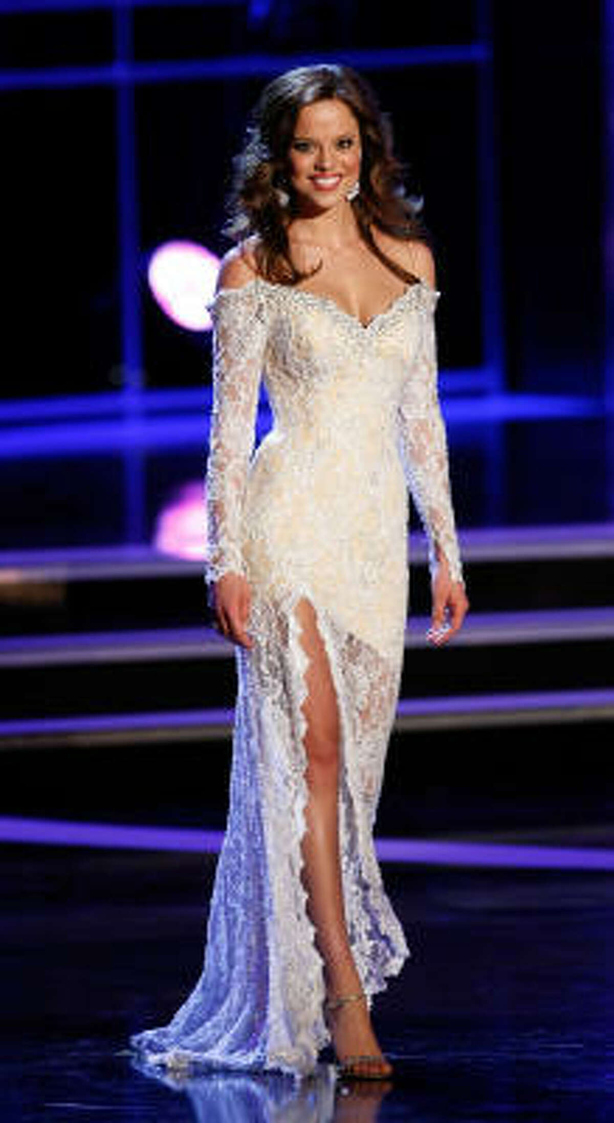 Stam wowed the judges with her evening gown ...